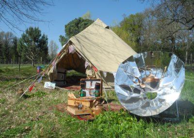 le tente Bell tent de 4m de diamètre avec le four solaire Sunplicity